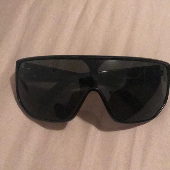 d458b89c71b02 Black von zipper glasses.